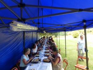 Pause déjeuner qui a réuni tout le monde autour d'un copieux plateau repas.