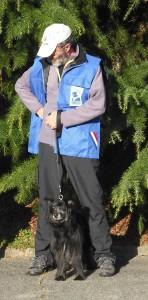 Askell et Alain, vêtu du blouson de la SCC, lors de la photo des finalistes et des officiels