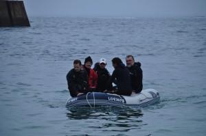 Horus et Arnaud sont dans un bateau.