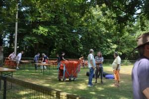 L'installation des tables et chaises.