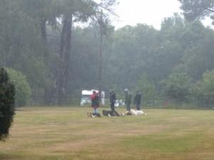 Chiens et maîtres ont eu beaucoup de mérite sous la pluie qui tombait dru.