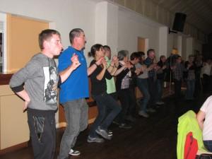 An-dro, Hanter dro, mais aussi paso doble, madison, valses irlandaises, scottish,  jeux dansés ont chauffé la salle.