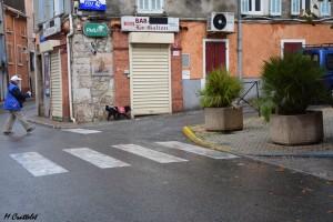 Askell et Françoise, dans les rues de Carnoules.