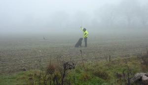 Le brouillard, s'il gêne la visibilité, plaque les odeurs au sol. 14 chiens sur 15 ont fait un Excellent en Libre. Krokus rapporte l'objet sans avoir pris de fausse.
